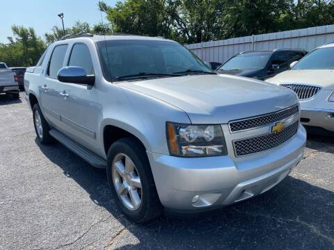 2013 Chevrolet Avalanche for sale at Auto Solutions in Warr Acres OK
