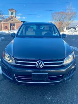 2013 Volkswagen Touareg for sale at AR's Used Car Sales LLC in Danbury CT
