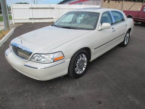 2006 Lincoln Town Car for sale at G. B. ENTERPRISES LLC in Crossville AL