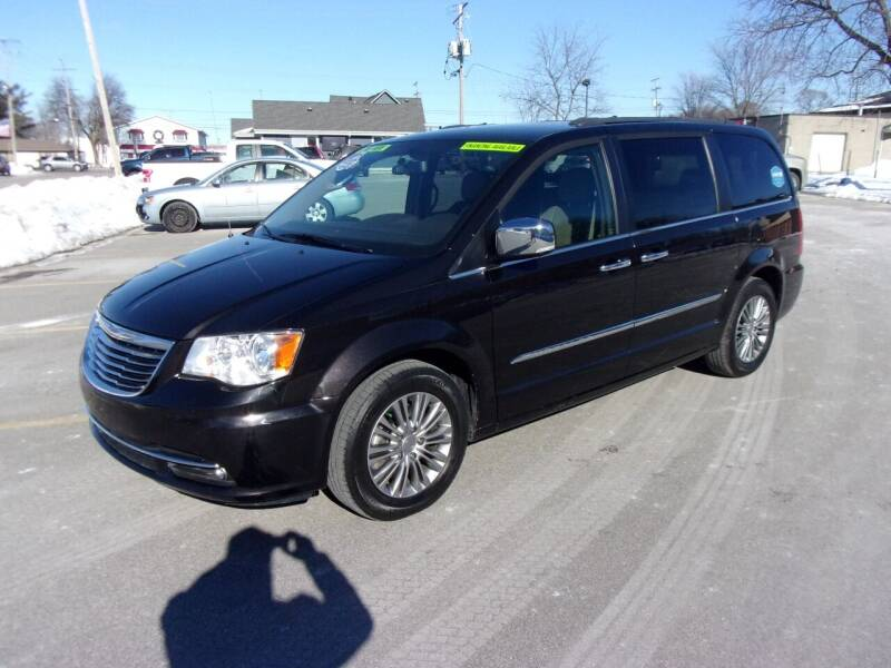 2014 Chrysler Town and Country for sale at Ideal Auto Sales, Inc. in Waukesha WI
