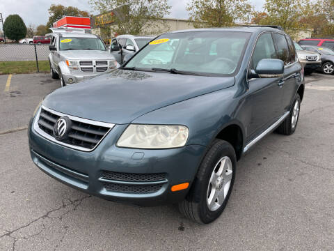 2004 Volkswagen Touareg for sale at Diana Rico LLC in Dalton GA
