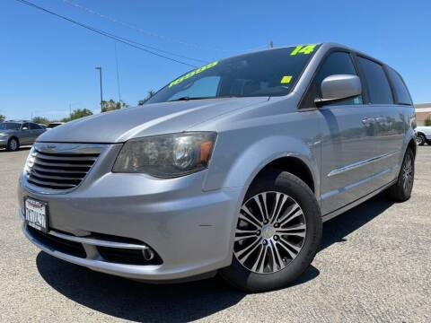 2014 Chrysler Town and Country for sale at Auto Mercado in Clovis CA