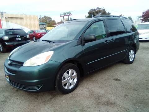 2004 Toyota Sienna for sale at Larry's Auto Sales Inc. in Fresno CA