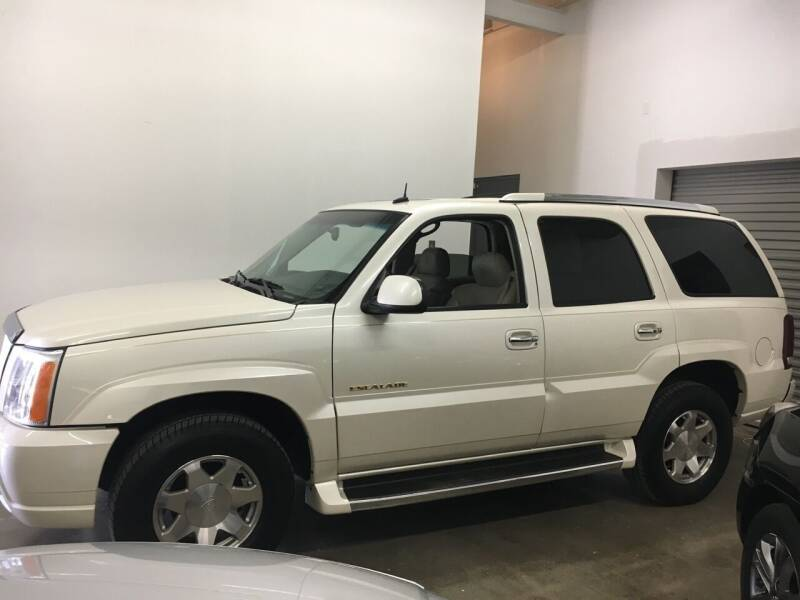 2002 Cadillac Escalade for sale at CHAGRIN VALLEY AUTO BROKERS INC in Cleveland OH