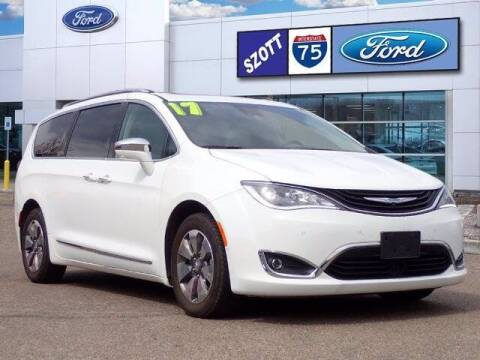 2017 Chrysler Pacifica Hybrid for sale at Szott Ford in Holly MI