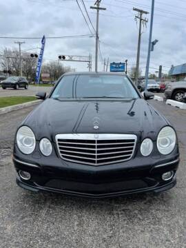 2009 Mercedes-Benz E-Class for sale at R&R Car Company in Mount Clemens MI