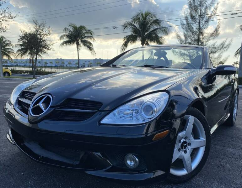 2007 Mercedes-Benz SLK for sale at Maxicars Auto Sales in West Park FL