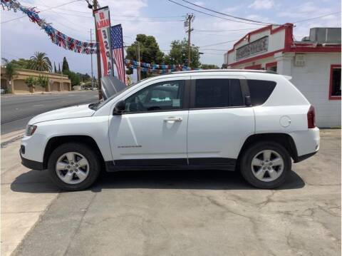 2015 Jeep Compass for sale at Dealers Choice Inc in Farmersville CA