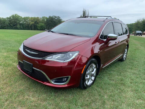 2017 Chrysler Pacifica for sale at Triangle Auto Sales in Elgin IL