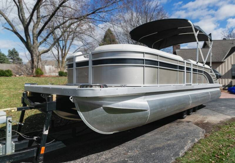 2017 Bennington (G25)16 Pass Swing back tritoon w/sport toons for sale at Waukeshas Best Used Cars in Waukesha WI