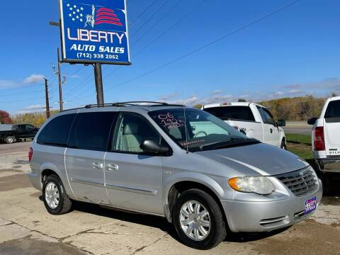 2006 Chrysler Town and Country for sale at Liberty Auto Sales in Merrill IA