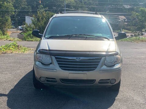 2005 Chrysler Town and Country for sale at Car ConneXion Inc in Knoxville TN