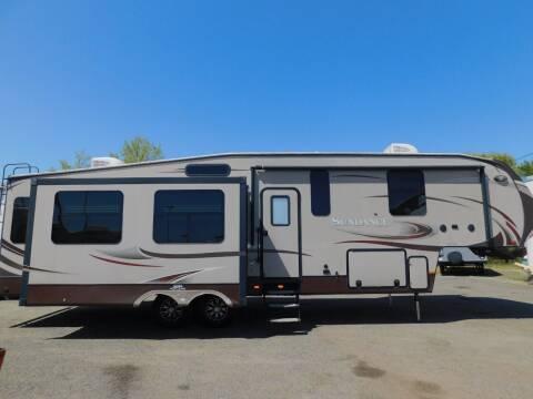 2014 Heartland SUNDANCE 3380RL for sale at Gold Country RV in Auburn CA