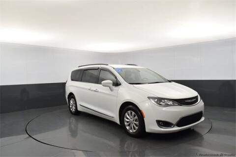 2017 Chrysler Pacifica for sale at Tim Short Auto Mall in Corbin KY