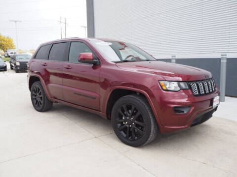 2017 Jeep Grand Cherokee for sale at SIMOTES MOTORS in Minooka IL