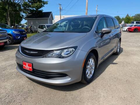 2017 Chrysler Pacifica for sale at AutoMile Motors in Saco ME