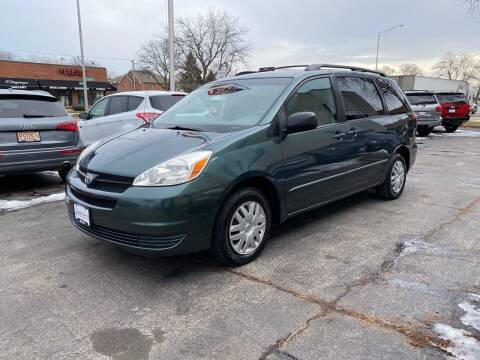 2005 Toyota Sienna for sale at AUTOSAVIN in Elmhurst IL