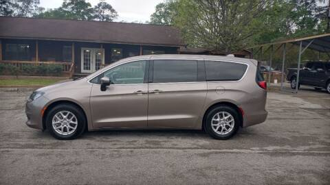 2017 Chrysler Pacifica for sale at Victory Motor Company in Conroe TX