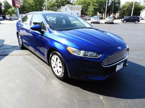 2013 Ford Fusion for sale at Grant Park Auto Sales in Rockford IL