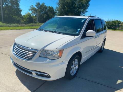 2013 Chrysler Town and Country for sale at Mr. Auto in Hamilton OH