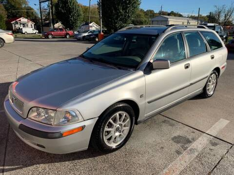 2001 Volvo V40 for sale at Diana Rico LLC in Dalton GA