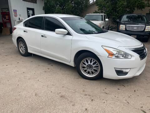2013 Nissan Altima for sale at DFW AUTO FINANCING LLC in Dallas TX