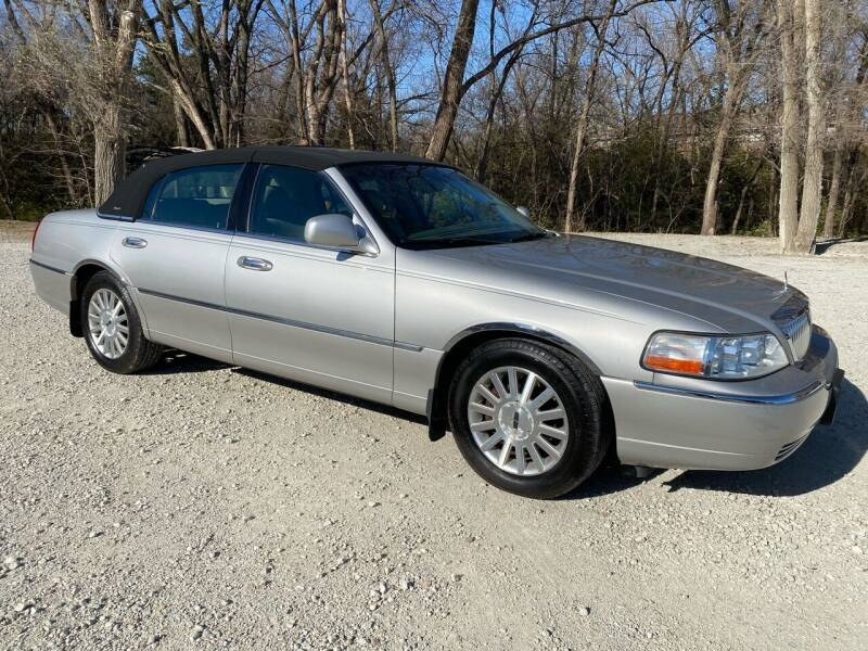 2004 Lincoln Town Car for sale at Kansas Car Finder in Valley Falls KS
