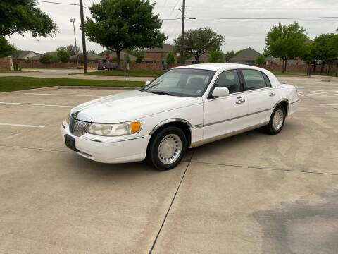 2000 Lincoln Town Car for sale at Shooters Auto Sales in Fort Worth TX