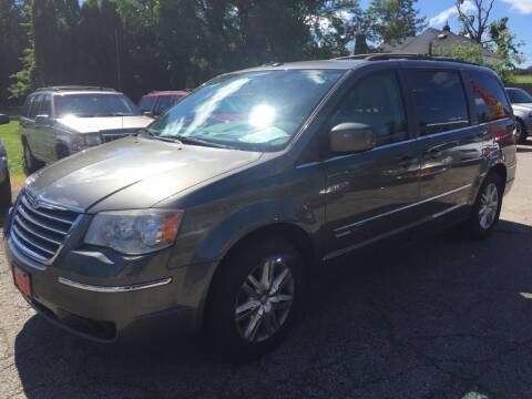 2010 Chrysler Town and Country for sale at Knowlton Motors, Inc. in Freeport IL