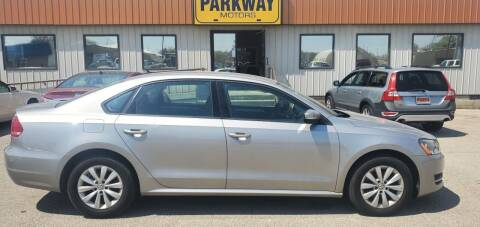 2013 Volkswagen Passat for sale at Parkway Motors in Springfield IL