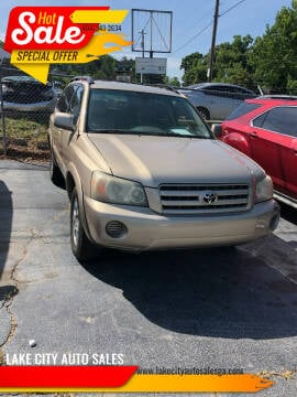 2004 Toyota Highlander for sale at LAKE CITY AUTO SALES in Forest Park GA