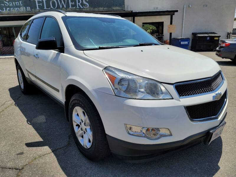2011 Chevrolet Traverse for sale at ZOOM CARS LLC in Sylmar CA