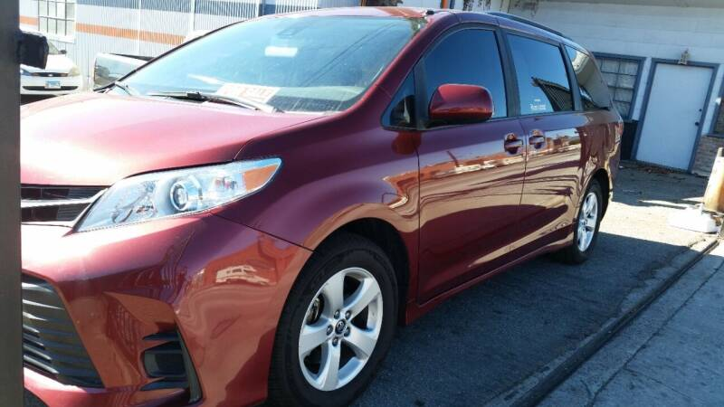 2018 Toyota Sienna for sale at Gus Auto Sales & Service in Gardena CA