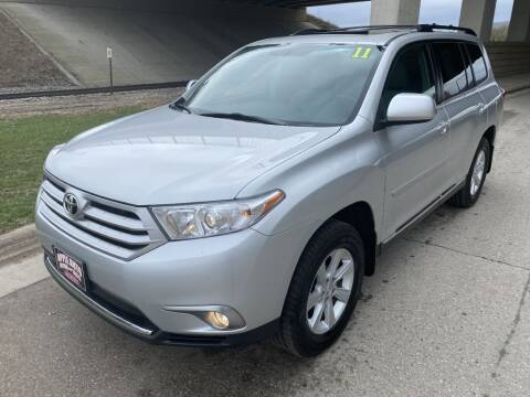 2011 Toyota Highlander for sale at Apple Auto in La Crescent MN