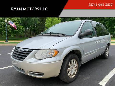 2005 Chrysler Town and Country for sale at Ryan Motors LLC in Warsaw IN