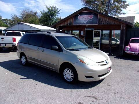 2006 Toyota Sienna for sale at LEE AUTO SALES in McAlester OK