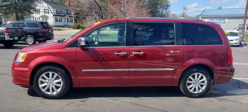 2015 Chrysler Town and Country for sale at Healey Auto in Rochester NH