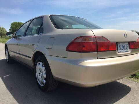 2000 Honda Accord for sale at Nice Cars in Pleasant Hill MO