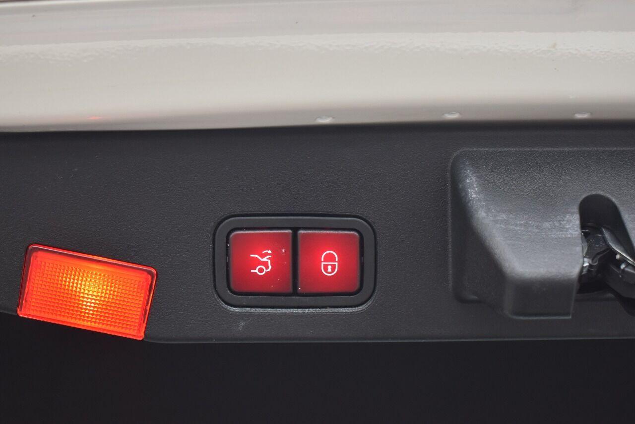 2013 Mercedes-Benz SL-Class SL 550 2dr Convertible full
