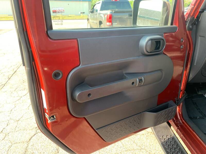 2009 Jeep Wrangler Unlimited 4x4 Sahara 4dr SUV w/ Front Side Airbags - Portland ME