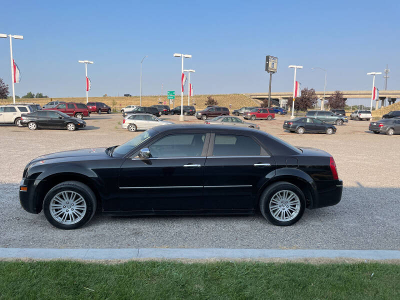 2010 Chrysler 300 for sale at GILES & JOHNSON AUTOMART in Idaho Falls ID
