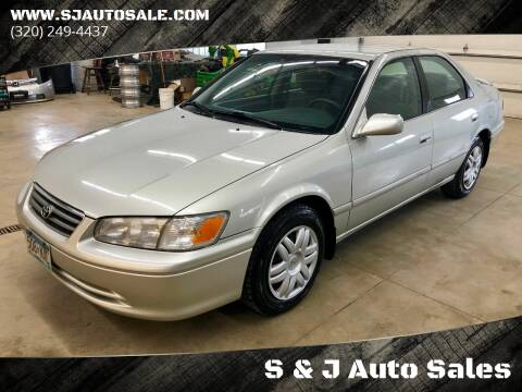2000 Toyota Camry for sale at S&J Auto Sales in South Haven MN