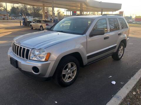 2005 Jeep Grand Cherokee for sale at JE Auto Sales LLC in Indianapolis IN