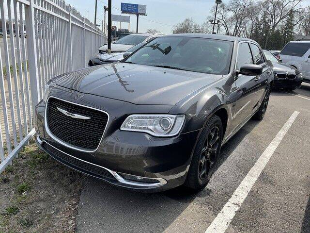 2015 Chrysler 300 for sale at SOUTHFIELD QUALITY CARS in Detroit MI