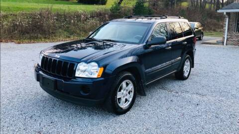 2005 Jeep Grand Cherokee for sale at R.A. Auto Sales in East Liverpool OH