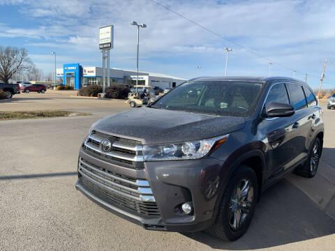 2017 Toyota Highlander for sale at BULL MOTOR COMPANY in Wynne AR