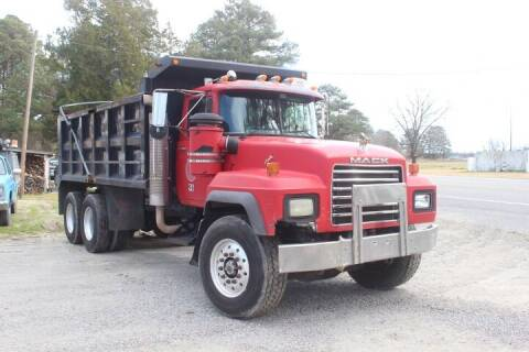 2004 Mack RD690S for sale at Vehicle Network - Davenport, Inc. in Plymouth NC