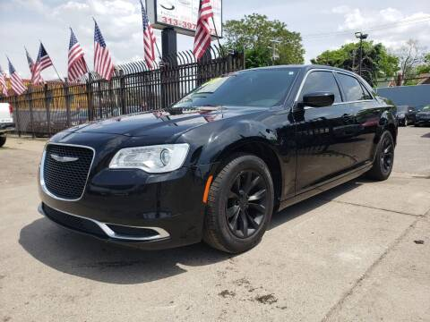 2018 Chrysler 300 for sale at Gus's Used Auto Sales in Detroit MI