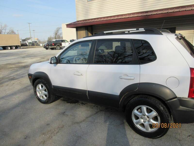 2005 Hyundai Tucson for sale at Settle Auto Sales TAYLOR ST. in Fort Wayne IN