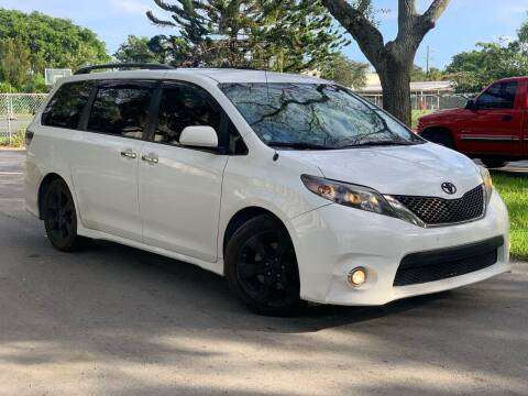 2014 Toyota Sienna for sale at Citywide Auto Group LLC in Pompano Beach FL